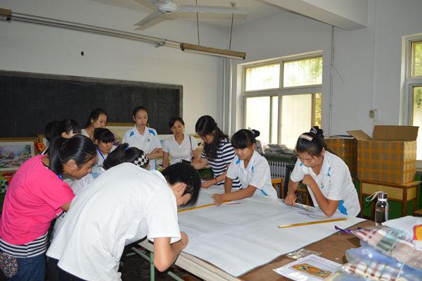 新生们参观了学校西式烹调,中式烹调,服装设计三大主修专业的教室及图片