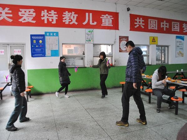 学校举办2016迎新年趣味yundong会